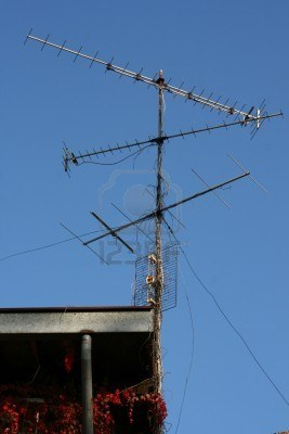BD_2038715-tv-antenna-on-a-roof-in-a-country-house